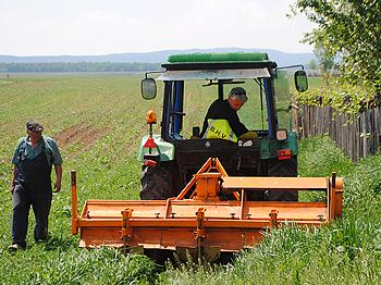 Tractor aan het werk in Moldova